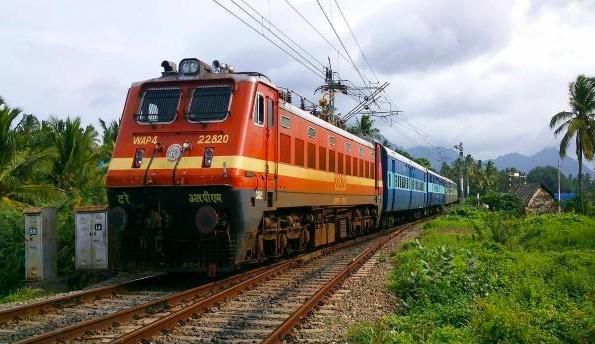 कोरोना का असर, अब तक 80 ट्रेनें हुई रद्द