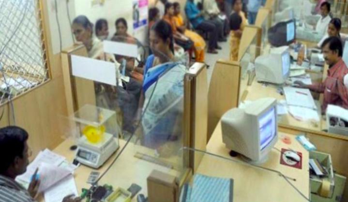 बैंक शाखाएँ चालू हैं, सेवाएं जारी रखेंगी: सरकार