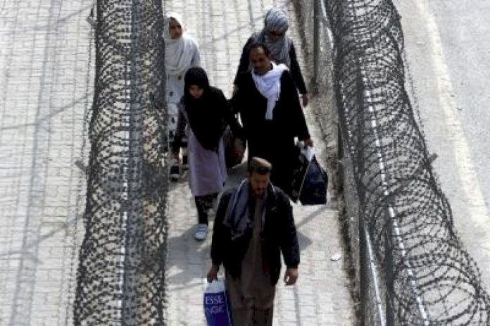 इमरान ने अफगान सीमा खोलने के आदेश दिए