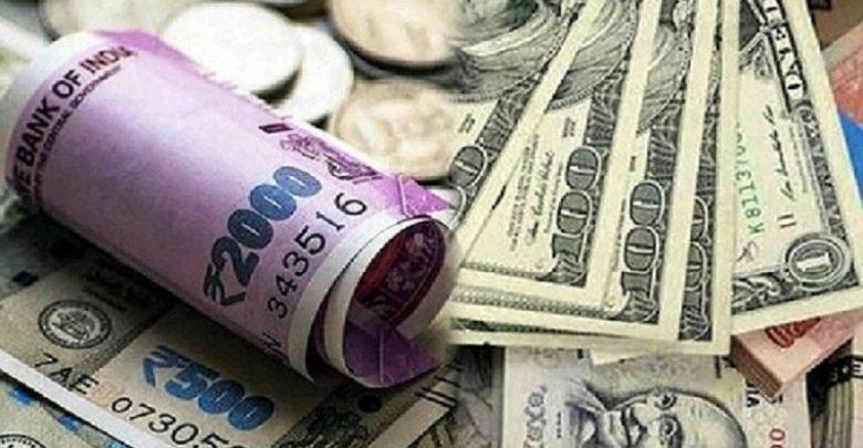 तेल कीमतों में गिरावट के बीच रुपया 30 पैसे गिरकर 76.83 रुपये प्रति डॉलर पर