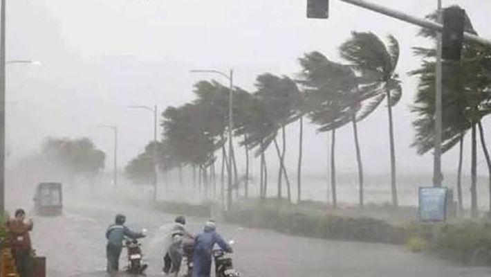 दक्षिण बंगाल के जिलों में तेज हवाएं, भारी बारिश