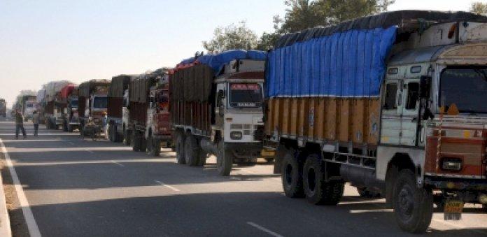चेकपोस्ट पर ट्रकों को रोके जाने से अंतर्राज्यीय परिवहन में बाधा : एआईएमटीसी