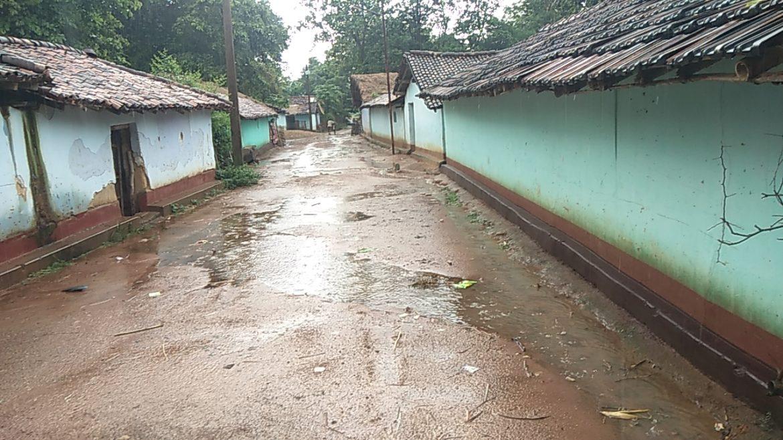 जामुदा चौक से गितिलपी जाने वाली कच्ची सड़क जर्जर: झारखंड