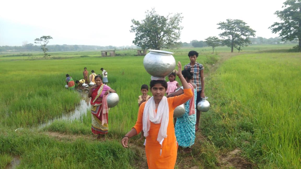 झारखंड: चुआं का पानी पीने को मजबूर हैं ग्रामीण