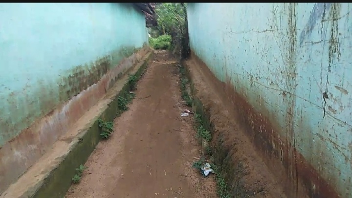 झारखंड: खेतों के मेढ़ पर चलने को लोग हैं मजबुर