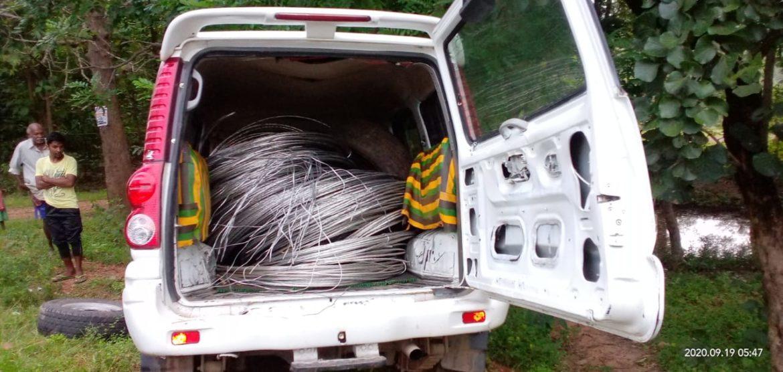 झारखंड: स्कॉर्पियो से चोरी का 10 क्विंटल बिजली का तार बरामद,भाग निकले चोर
