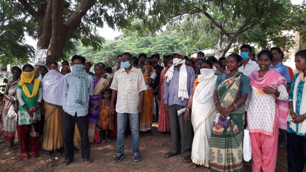 बीडीओ सह एमओ बीरेंद्र किड़ो से अभिलम्ब अनाज दिलवाने की मांग: झारखंड