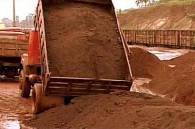 लोहरदगा जिला में अवैध खनन को लेकर जिला प्रशासन द्वारा विशेष अभियान चलाया जा रहा है