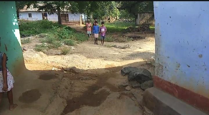 बाईदा गाँव के मुख्य सड़क से मात्र 500 फीट की सड़क की हालत खराब: कुमारडुँगी