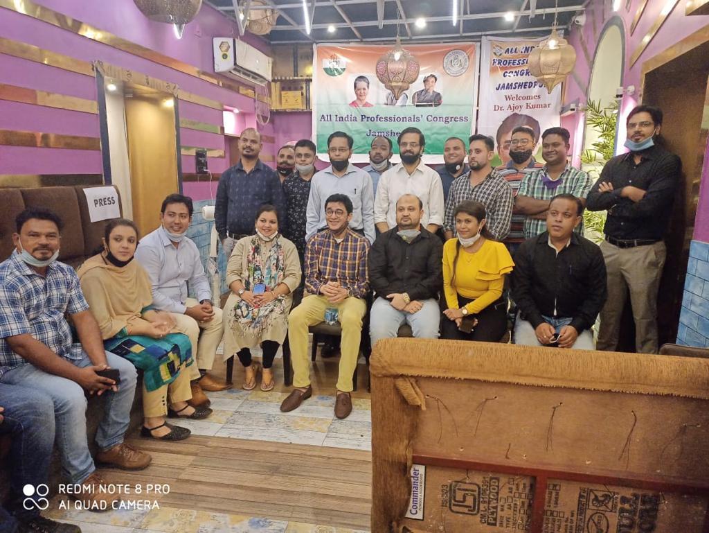 जमशेदपुर: डॉ० अजय कुमार का साकची स्थित रेट्रो गार्डन हॉल मे भव्य स्वागत
