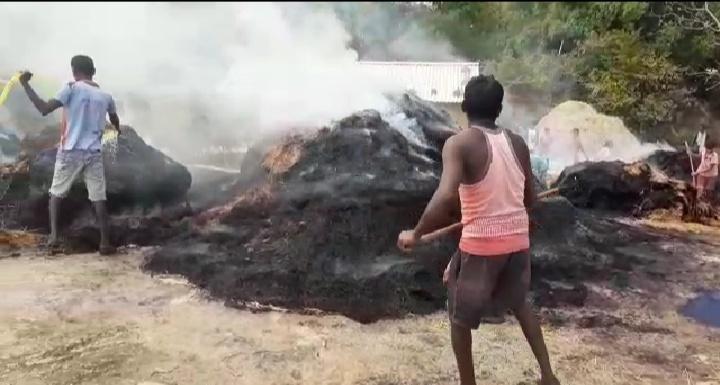 टाँगर गाँव में चट्टान पर बनी खलिहान में लगी आग: झारखंड