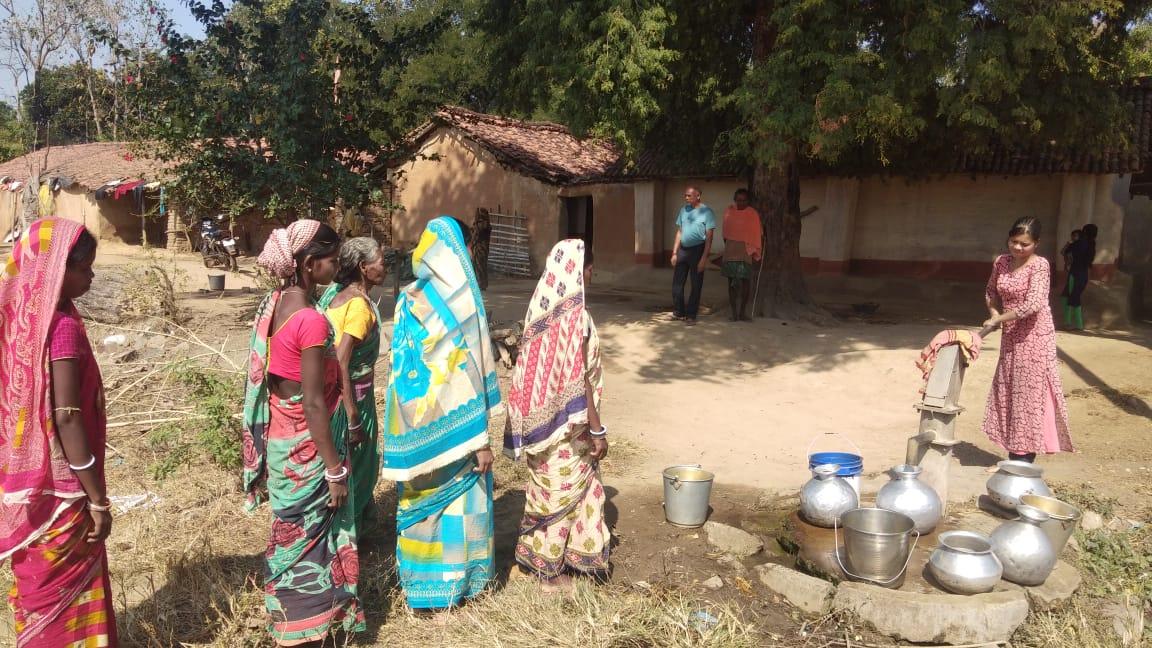 पानी की समस्या से जूझ रहे टोलावासी: झारखंड